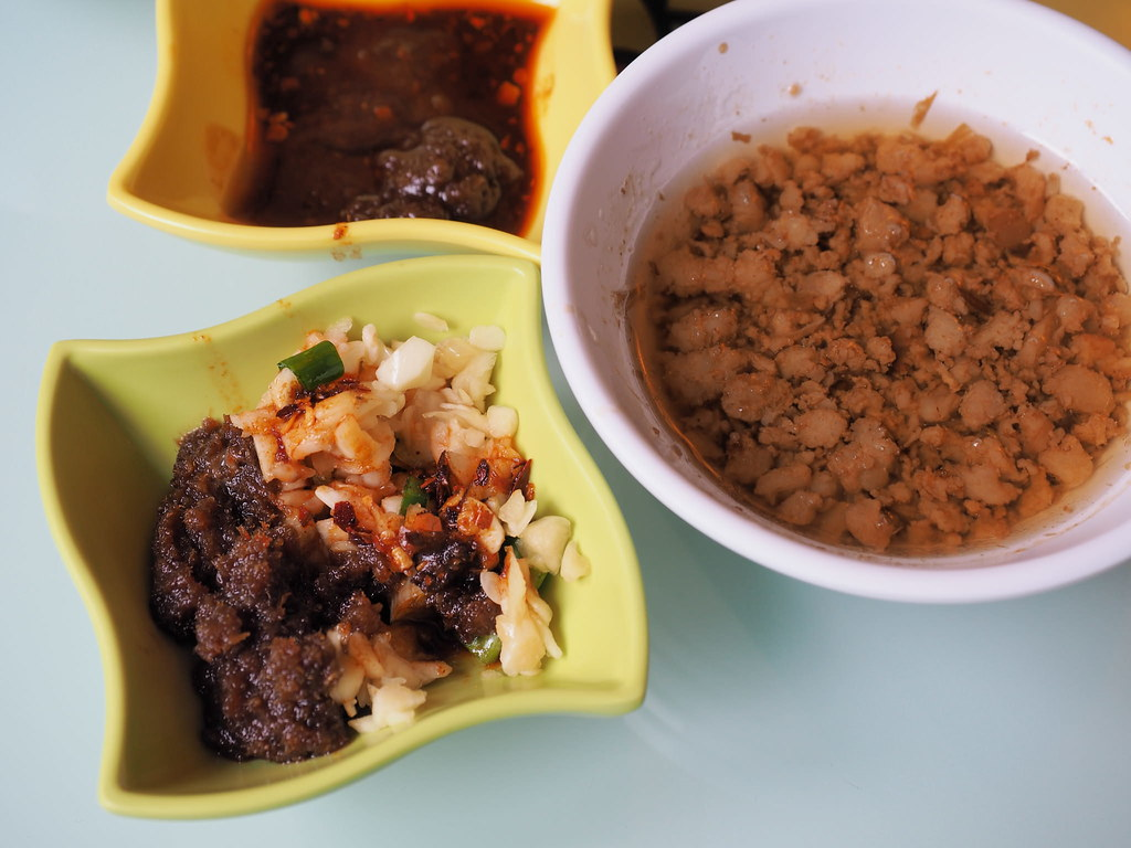 Garlic, spicy sauce and the minced pork