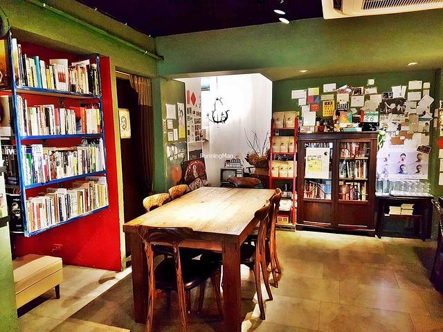 Yaboo Cafe (鴉埠咖啡) Interior