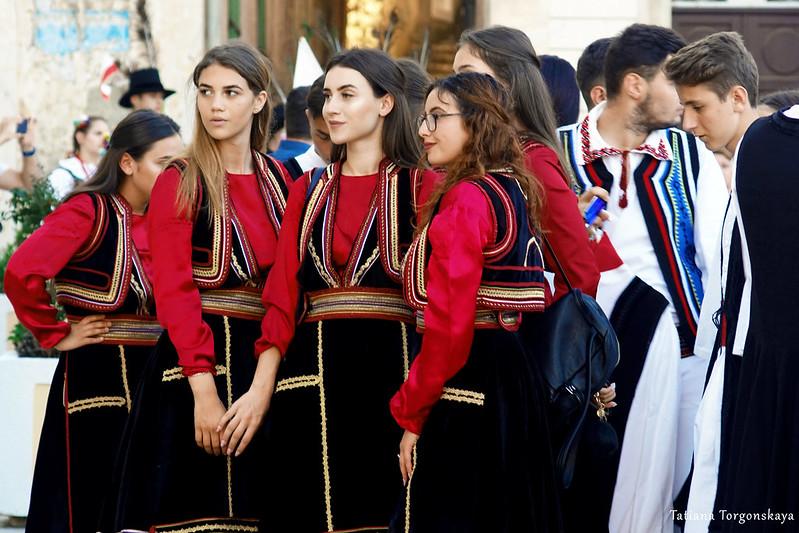 Фольклорная группа из Румынии перед выступлением