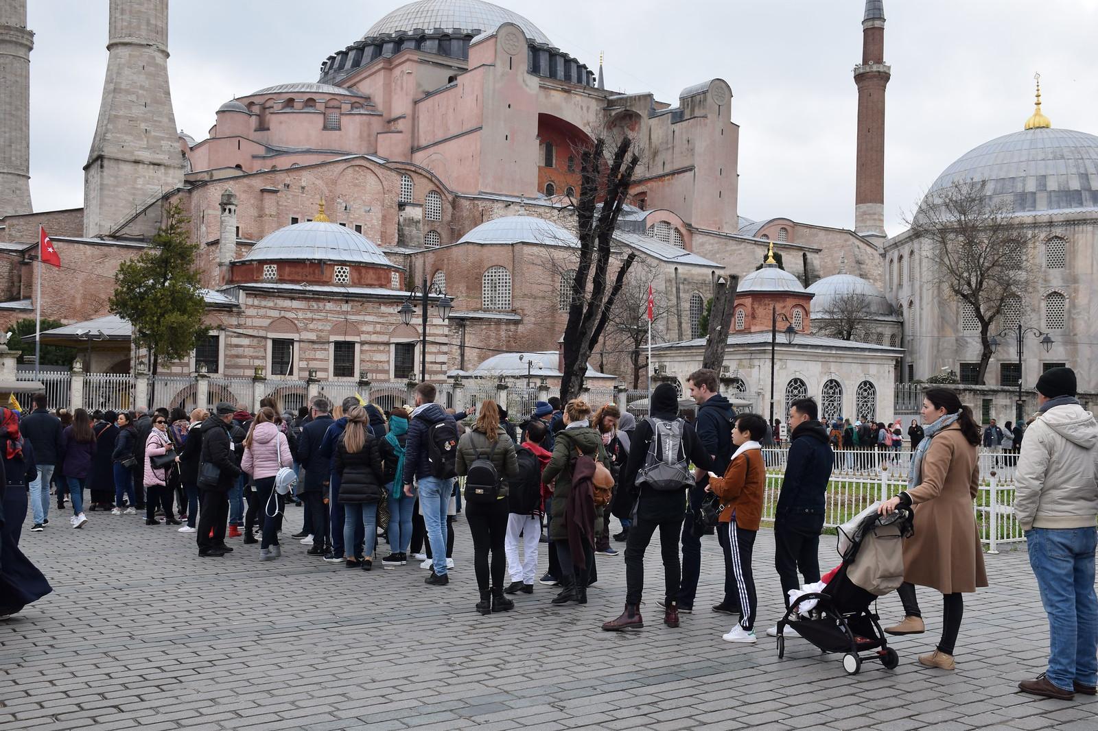 Esperando para entrar en Hagia Sophia