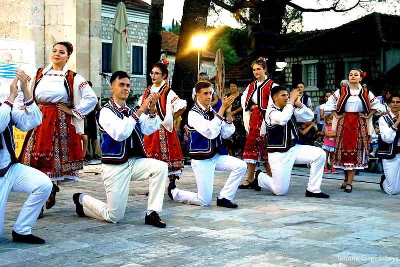 Румынская фольклорная группа на фестивале в Херцег Нови