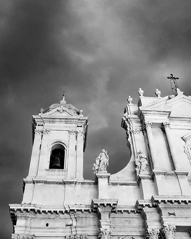 Noto #cathedral #blackandwhite #black #white #bw #lookingup #church #sky #clouds #cloudy #photooftheday #picoftheday #instagood #instago #travelgram #igers #igersitalia #noto #sicily #sicilia