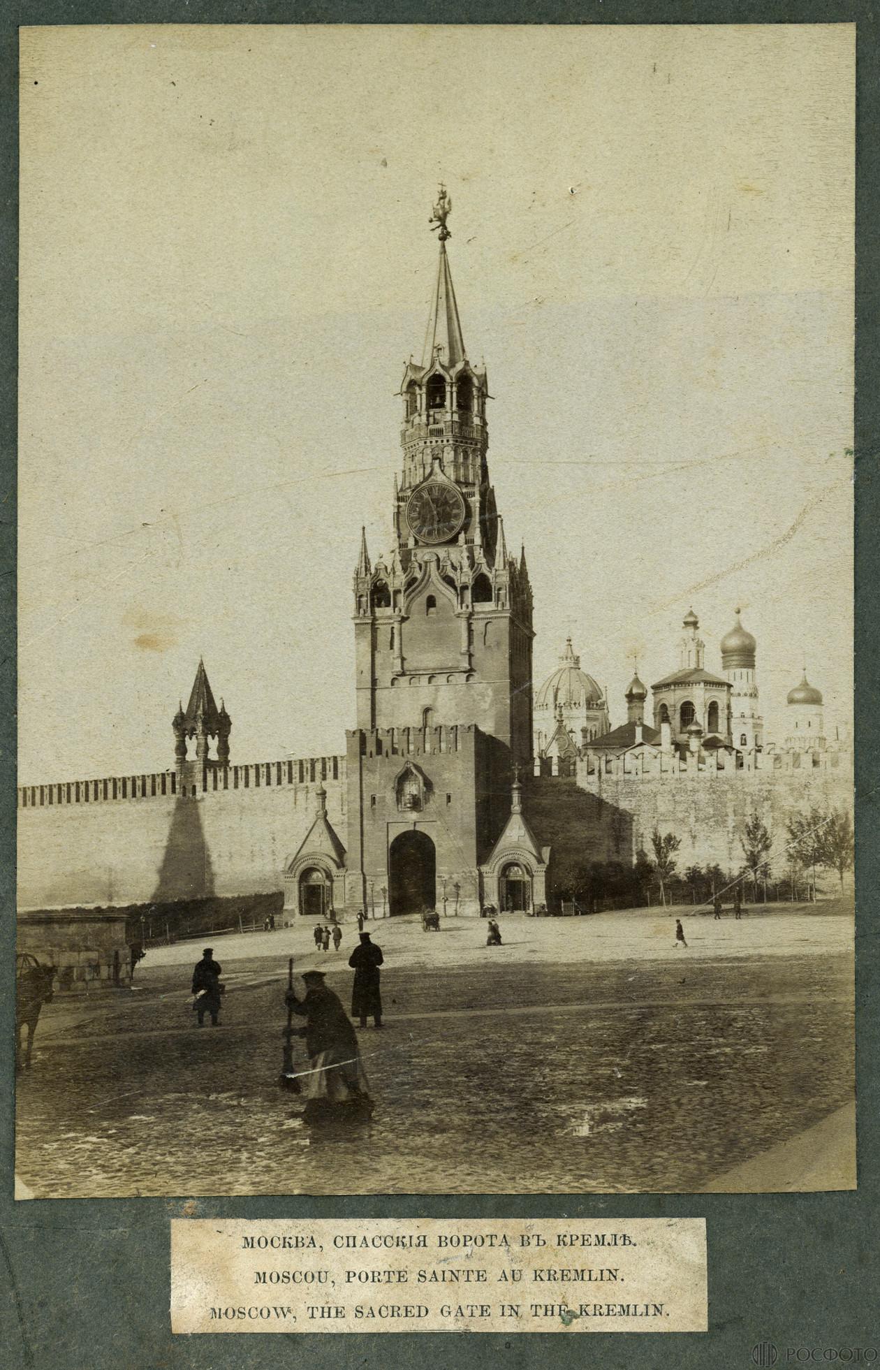 Вид на Спасскую башню Московского Кремля