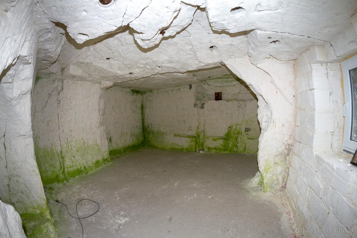 Внутри пещерной церкви Дивногорского монастыря фото 17