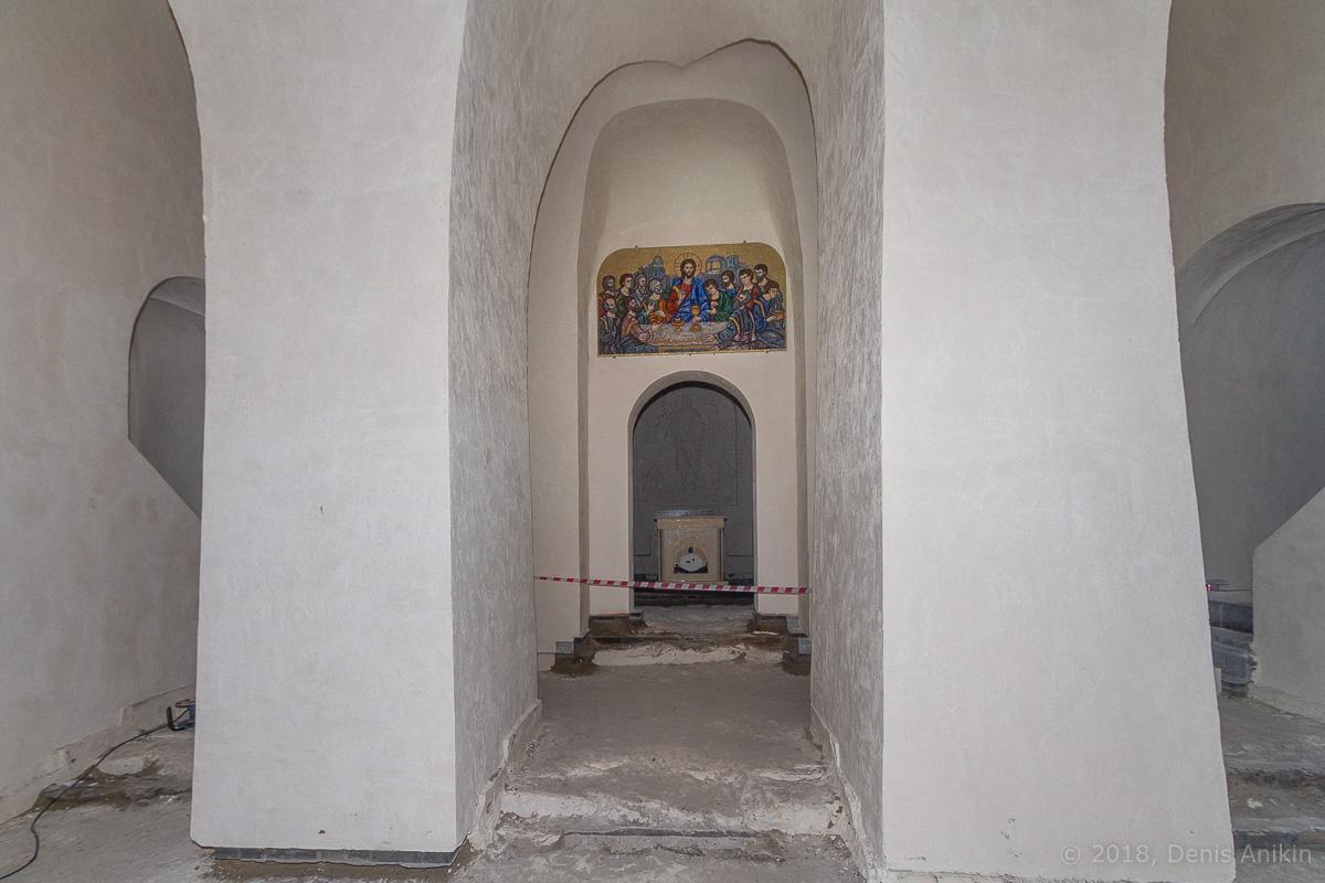 Внутри пещерной церкви Дивногорского монастыря фото 3