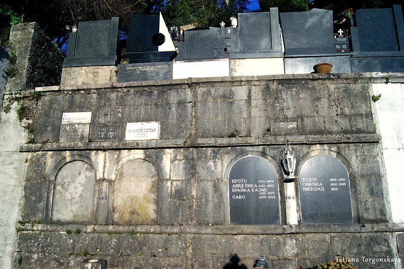 Захоронения на  кладбище в Топле