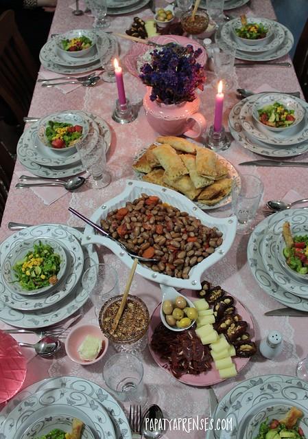 analı kızlı iftar 035