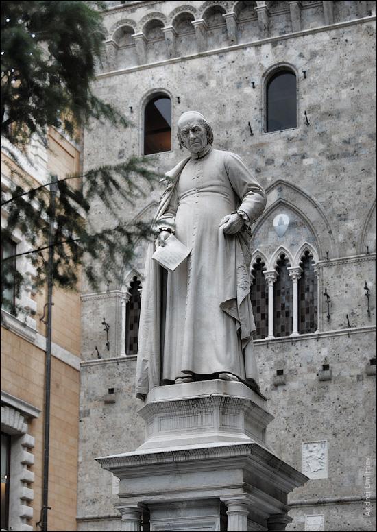 Памятник Саллюстию Бандини, Сиена, Италия