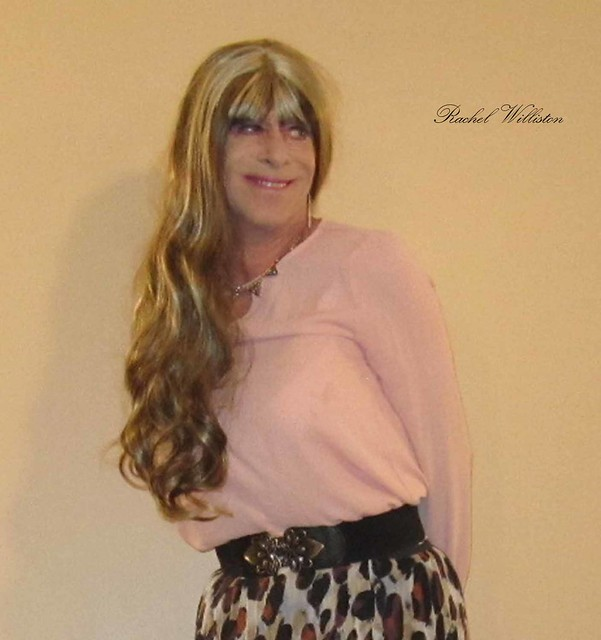 2018-Soft pink top and pleated chiffon skirt