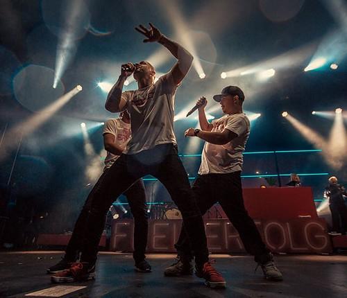 #TOURlaub w/ @culcha_candela_band #slowmotion #raindance with @mateo_berlin & @doncali & @johnnyboomyeah #iamjohannes #pose #tourlife #livephotography