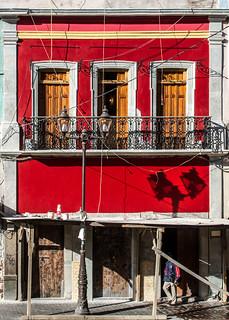 pequeña casa roja