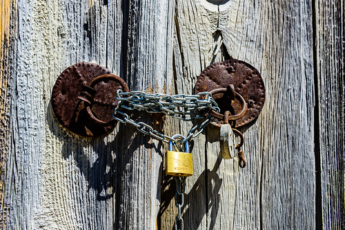 egret padlock chain rusty oldlock newlock gate wooden lofou