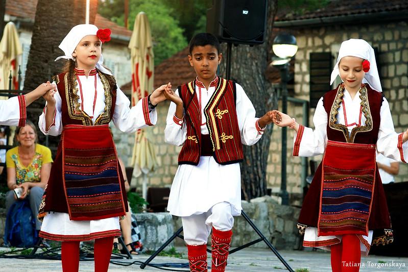 Танец македонской группы