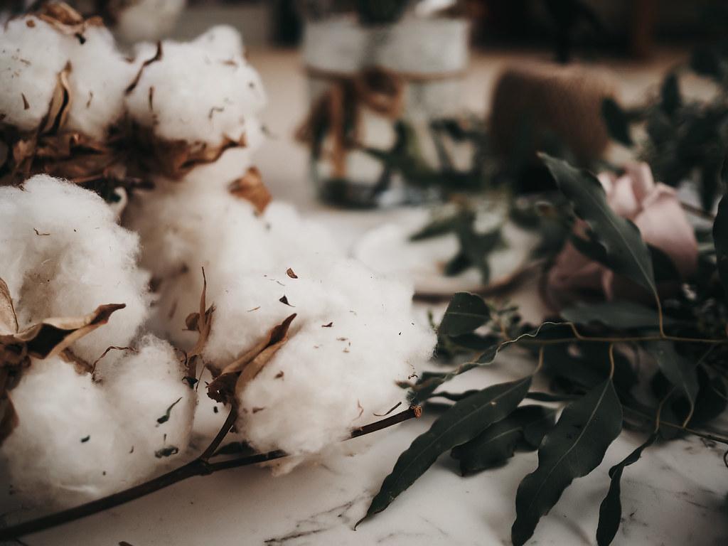 roses-cotton-eucalyptus-bouquet-winter-4