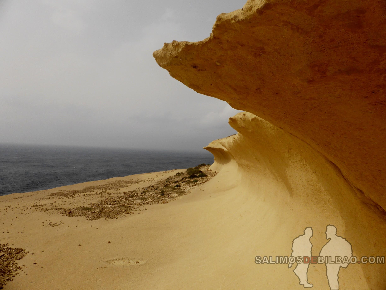0390. Roca amarilla olas, Gozo