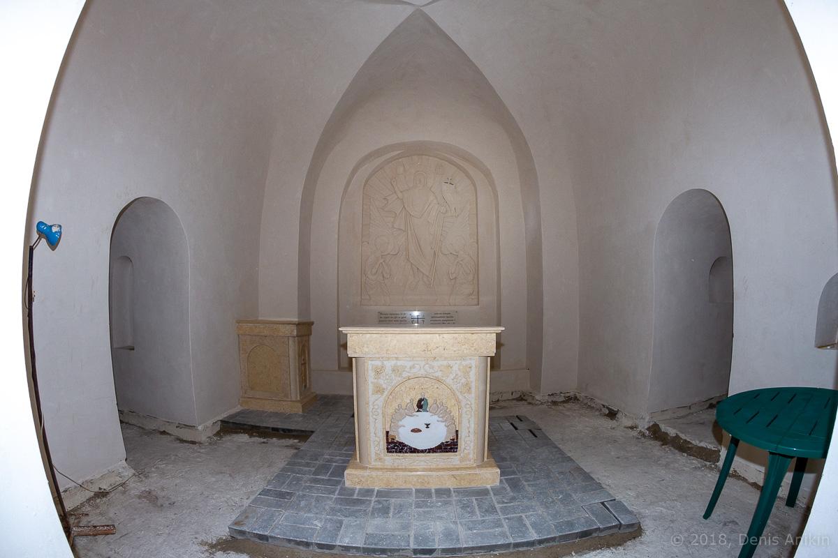 Внутри пещерной церкви Дивногорского монастыря фото 4