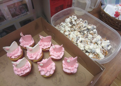 ballerina cupcakes & tasty snack mix treats