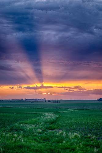 spring cy365 sunset goldenhour time iowa evening clouds hdr locations 365the2018edition seasons 3652018 day145365 linncounty photography 365challenge technicalphotography 250518 unitedstates may cloud weather springville us