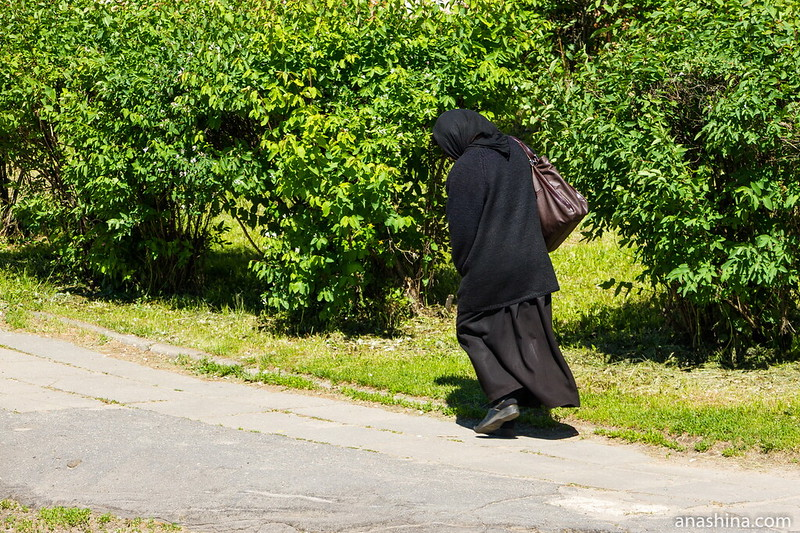 Монахиня