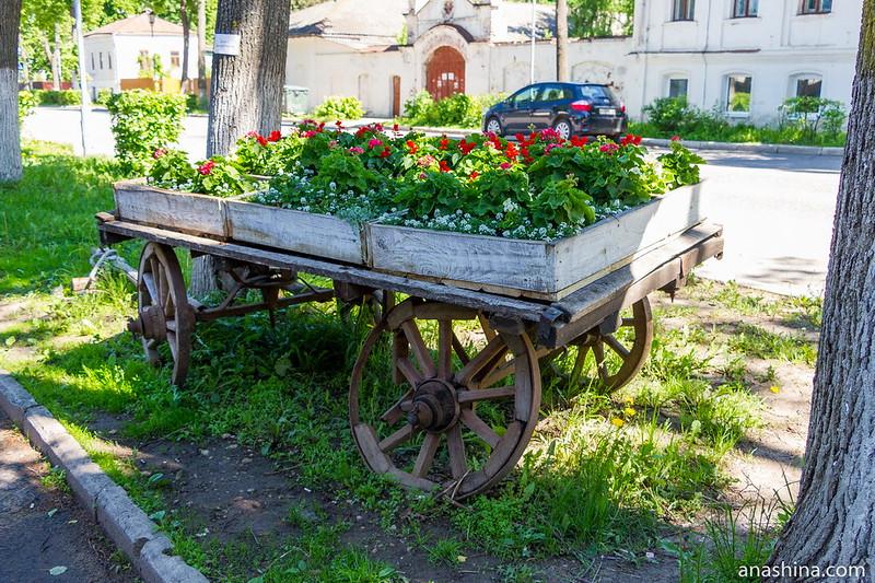 Композиция с телегой и цветами, Суздаль