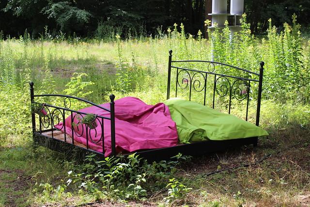 Bett im Wald