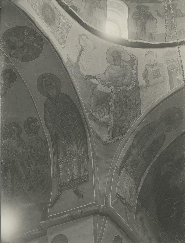 Фрагмент росписи купола Спасо-Преображенского собора Мирожского монастыря  с ангелами из «Вознесения» до реставрации