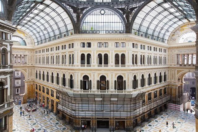 Beni culturali, terminati i lavori di restauro: la Galleria Umberto I ritrova gli antichi fasti