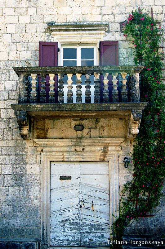Фасад старого здания, Прчань