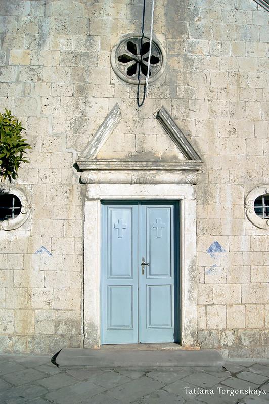 Вход в церковь Св. Георгия