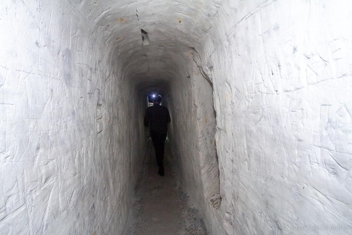 Внутри пещерной церкви Дивногорского монастыря фото 10