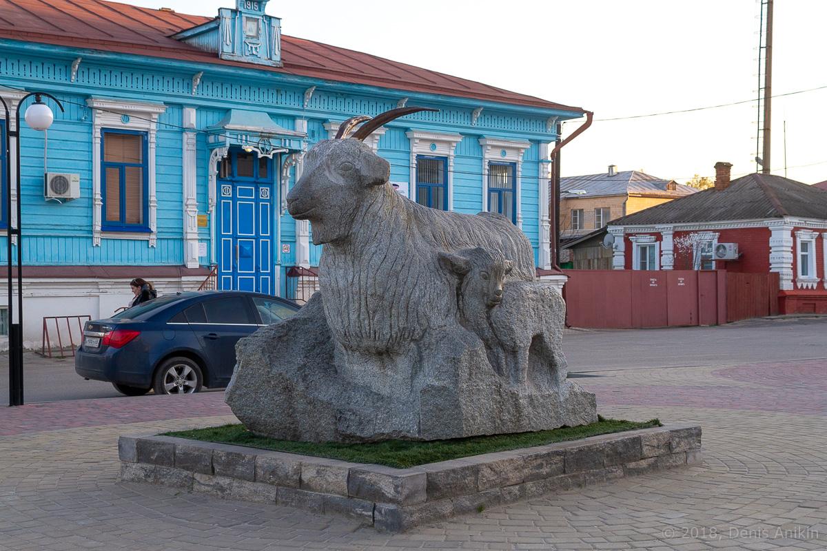 Памятник козе урюпинск фото 1