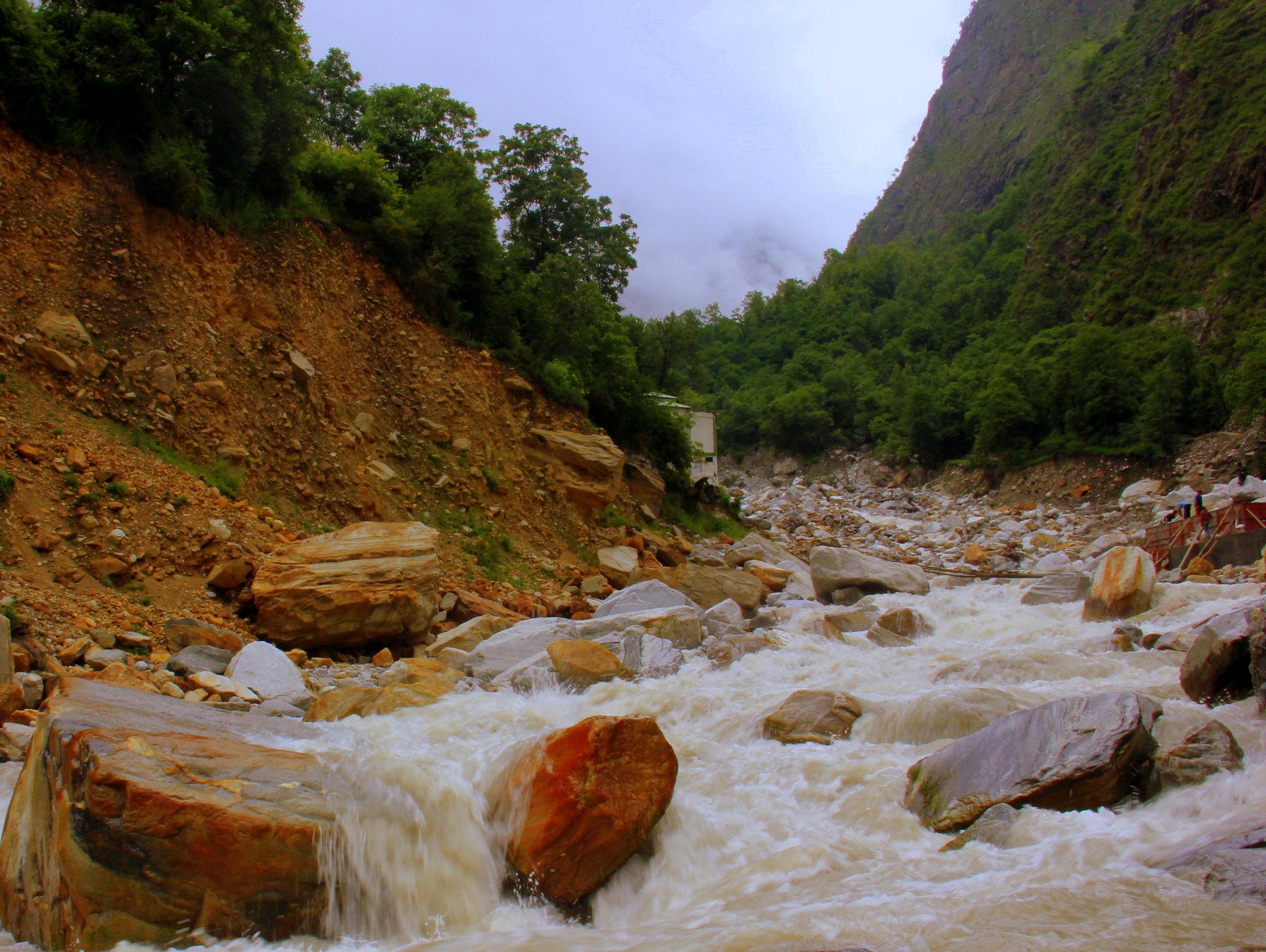 You have to cross laxman ganga river for reaching ghangaria
