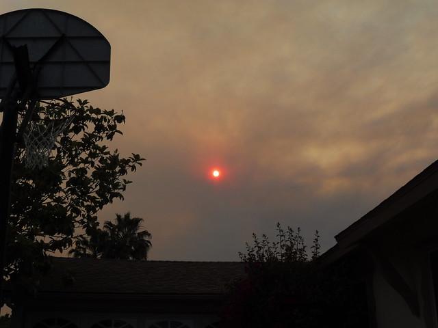 P1040239 Goleta red sun thru Sherpa Fire smoke clouds