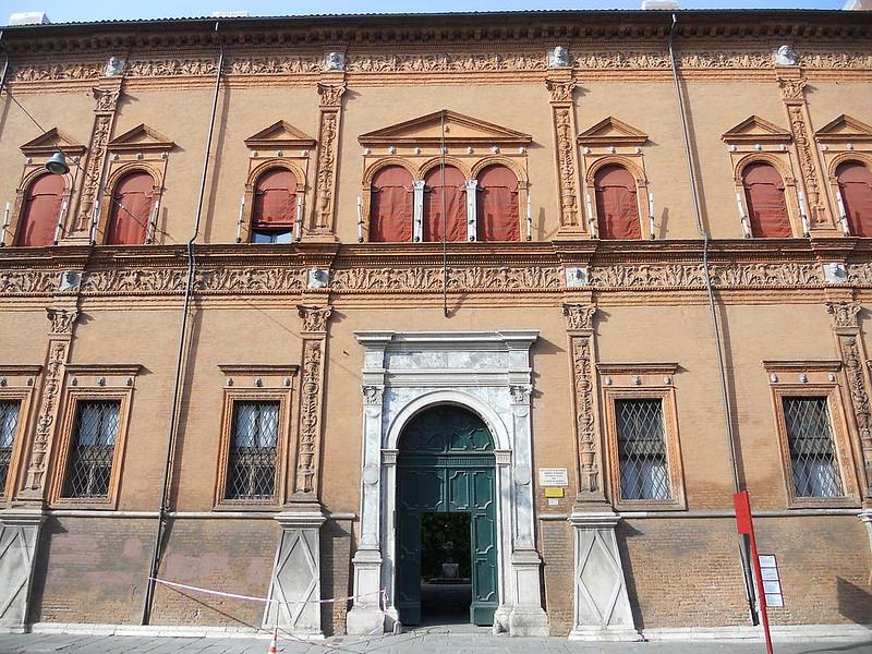 1024px-Facciata_di_Palazzo_Roverella_(particolare)