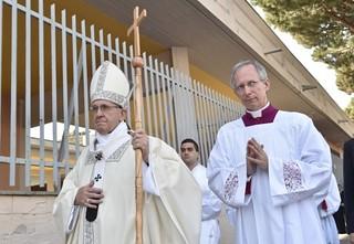 Papa Francesco con il pastorale di Turi
