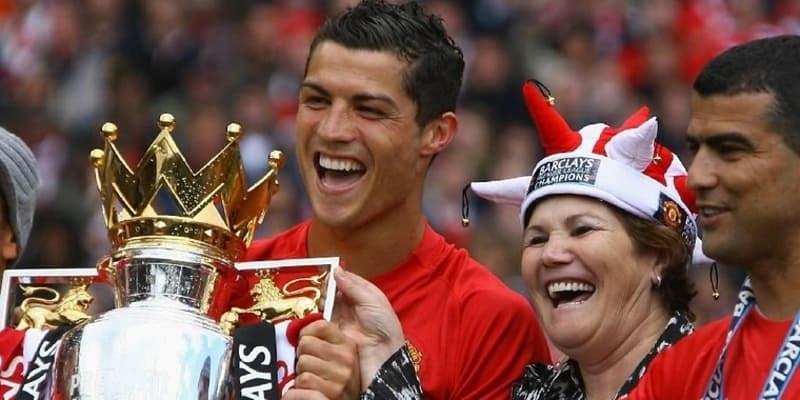 Ibunda Ronaldo Lebih Memilih Balik ke MU Daripada ke PSG