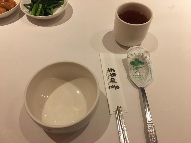 大人是瓷碗,小孩有不鏽鋼碗@板橋小遠百豆腐村