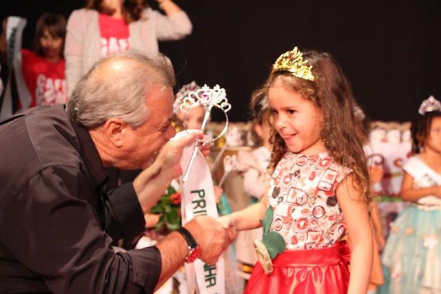 Princesinhas do Café e concursos premiam alunos da rede pública