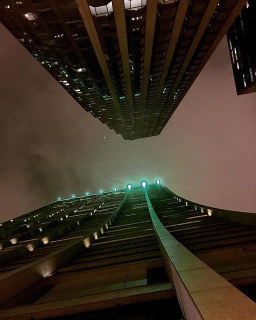 #nightscape #tower #chicagoland #chicago #chicagonightlife #dark #afterdark😈 #neonlights