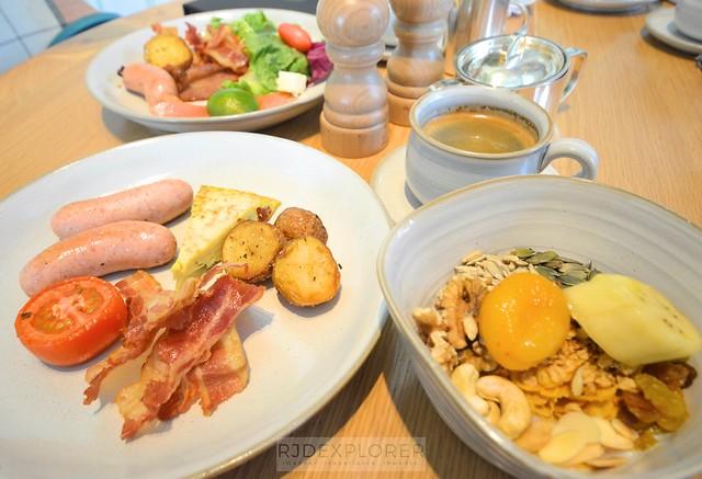 park hyatt saigon buffet breakfast opera restaurant