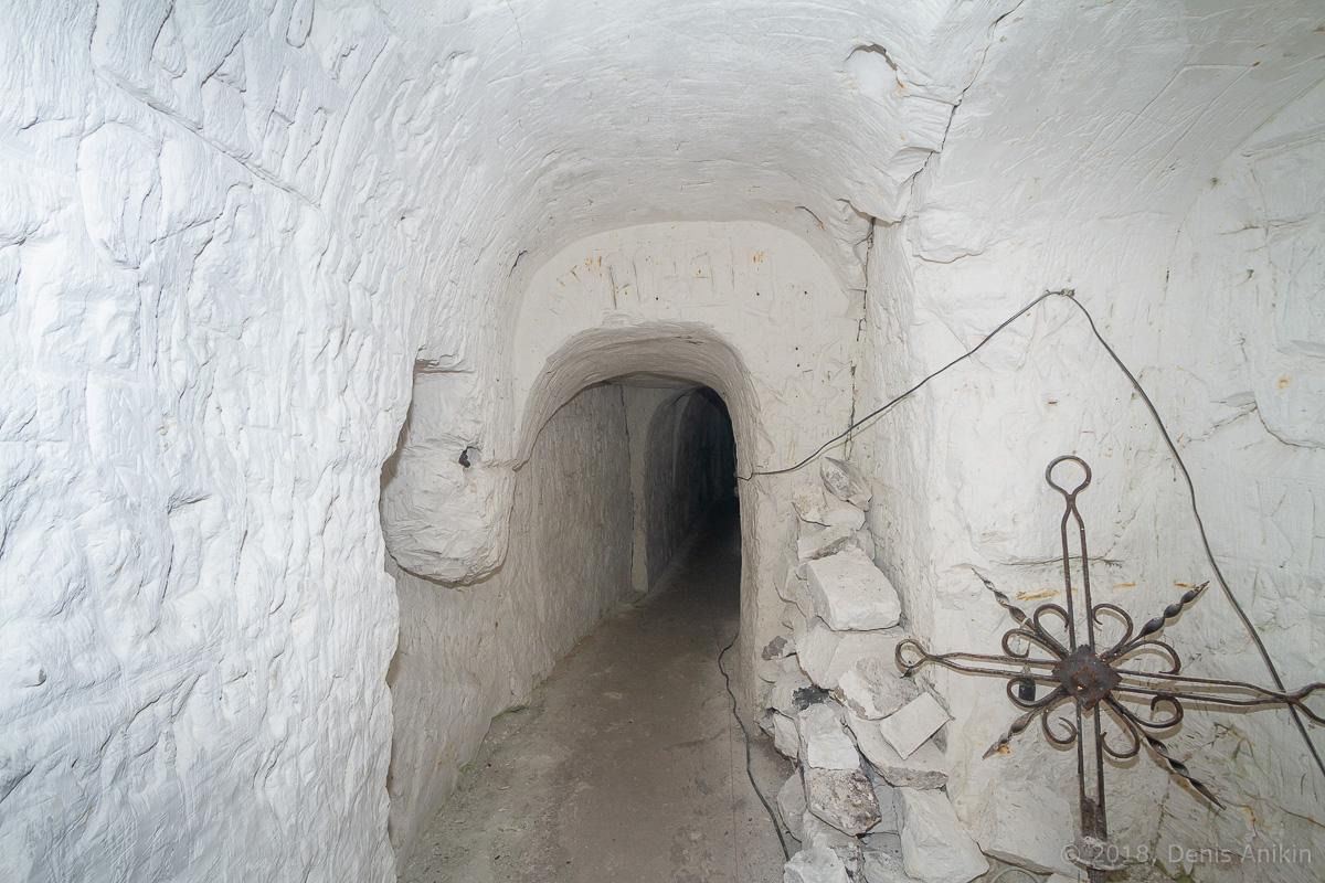 Внутри пещерной церкви Дивногорского монастыря фото 20