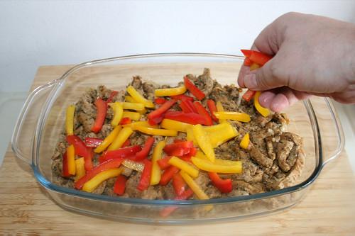 56 - Paprikastreifen auf Gyros verteilen / Add bell pepper stripes
