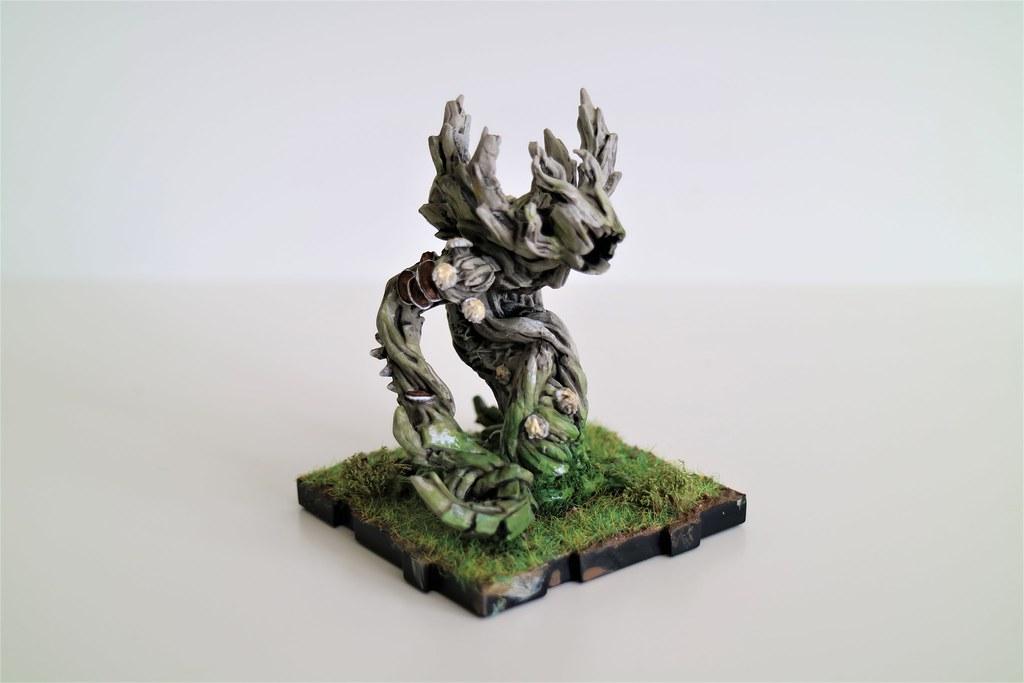 Runewars Miniatures Latari Scion Moss Front