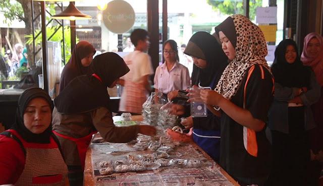 """""""กูบาฆูลิง"""" ขนมหวานชาวมุสลิม สุดฮอต ส่งท้ายเดือนรอมฎอน สร้างรายได้วันละแสน peebao.com คนใต้บ้านเรา (2)"""