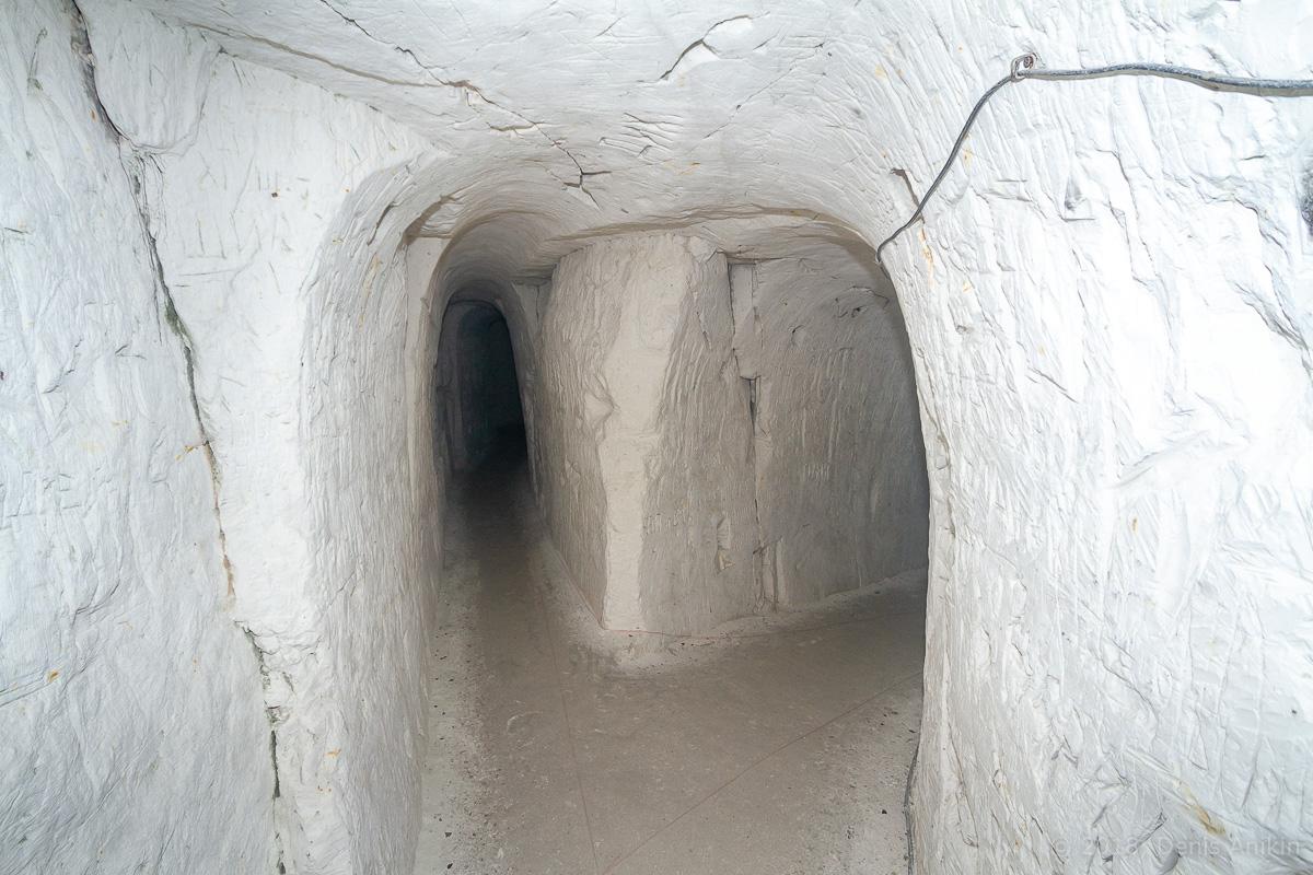 Внутри пещерной церкви Дивногорского монастыря фото 21