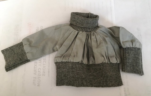 Cropped length grey top for SD sized girls 10
