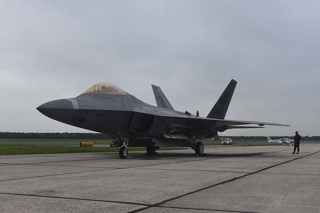 F-22 Raptor Demo brings show to Jones Beach