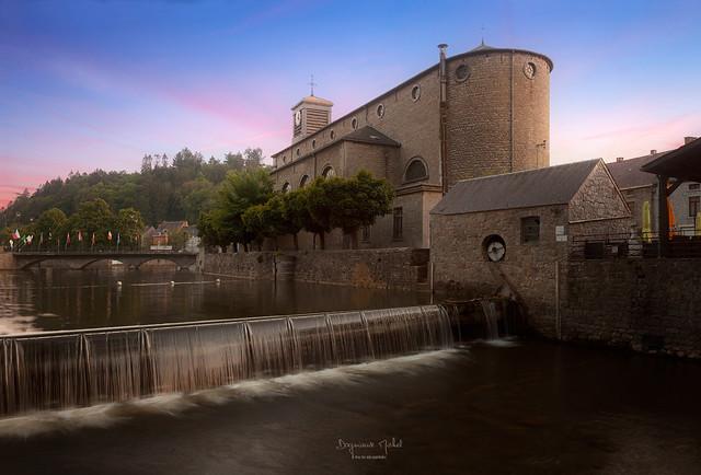Nismes- l'église et la cascade
