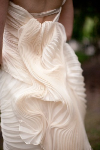 Tendance Robe De Mariée 2017/ 2018 : cascading pleats on this Vera Wang number make it just as pretty from the back a...