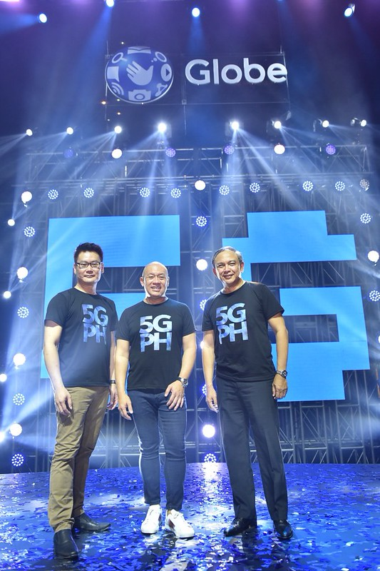 Globe brings 5G technology to the Philippines. Globe President and CEO Ernest Cu (middle), together with Globe Chief Technology and Information Officer Gil Genio (right) and Huawei Southern Pacific Region Chief Strategy and Marketing Officer Lim Chee Sion